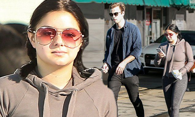 Ariel Winter shows off curves at car wash without beau, Levi Meaden