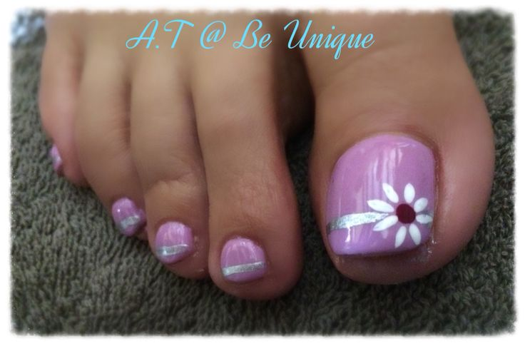 Nails done by Angelique Teixeira. #toes #lilac #purple #daisy #Silver #stripe #newbie #BeUnique @angiedsa