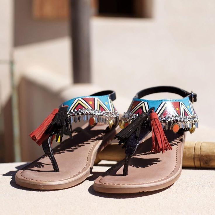 El estilo más tribal en tus pies | #Gioseppo #sandalias #sandals #pompones #moda #tribal #boho #style #instafashion #happyFriday Ref: 27794
