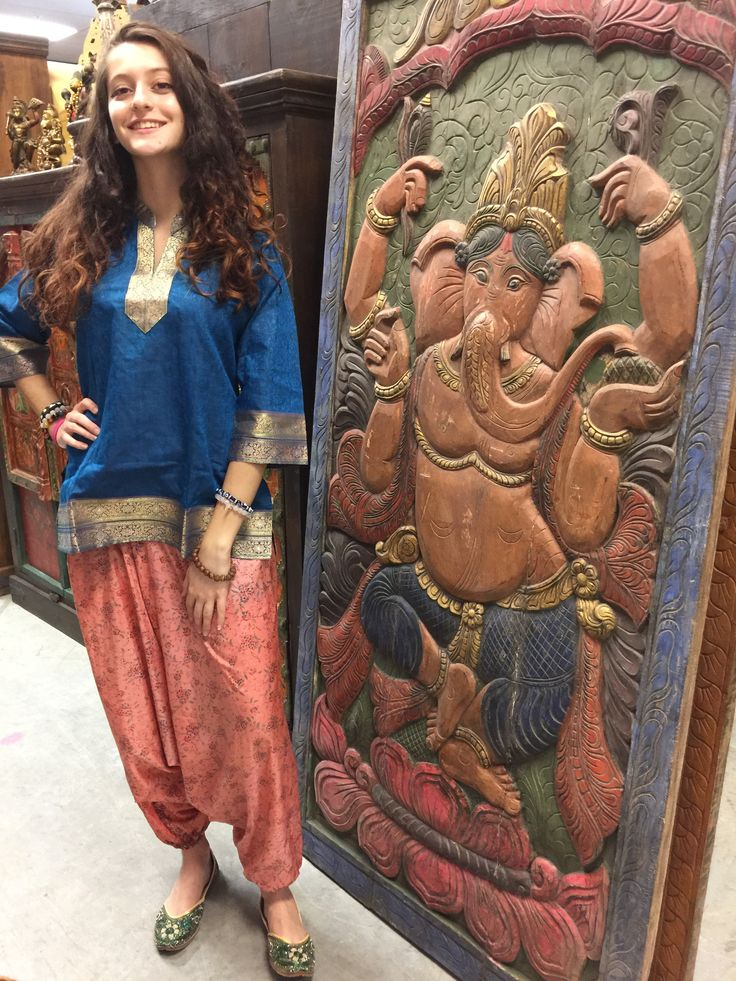 Simplicity meets bohemian chic , a beautiful example of expert craftsmanship made in India from cotton , Sari Border Ethnic design tunic. 3/4 sleeves, slits on the side completes the picture on casual, effortless style. Suitable for all occasions and can worn with the jeans or matching leggings.