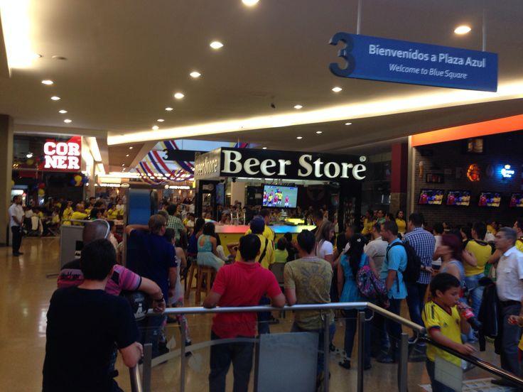 Gran cantidad de personas se dieron cita en Beer Store para ver la clasificación al mundial 2014