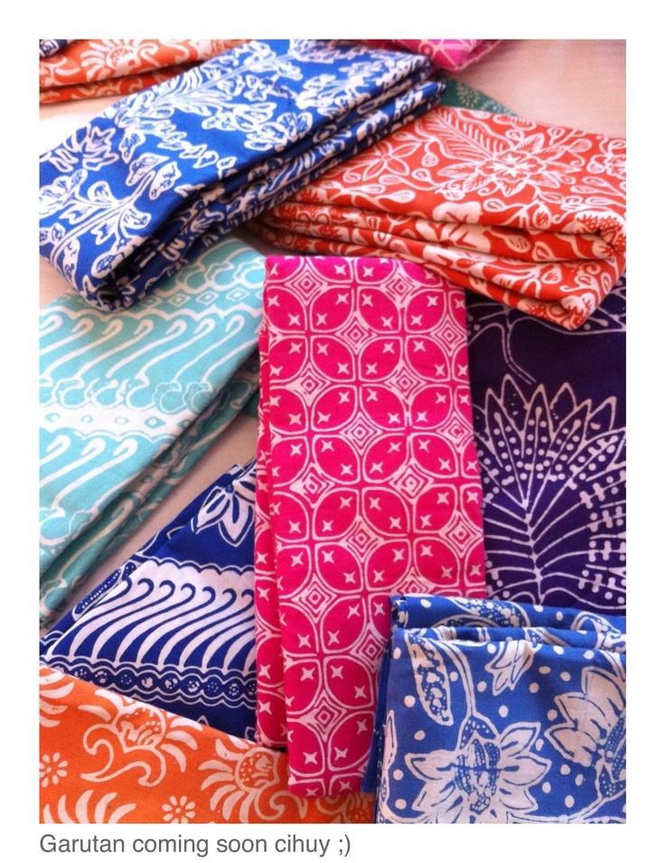 Colourful Batik Tasikmalaya & Garut, West Java has a distinct design of geometrical patterns. Playing with lines and curves. Copyrights Vivi Kembang Tanjoeng.