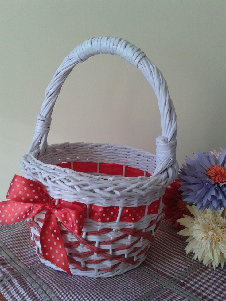 """корзинка """"Белое и красное"""", плетение из бумаги"""
