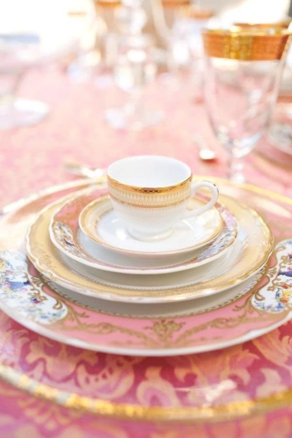 Single setting for this pink table. by naomial