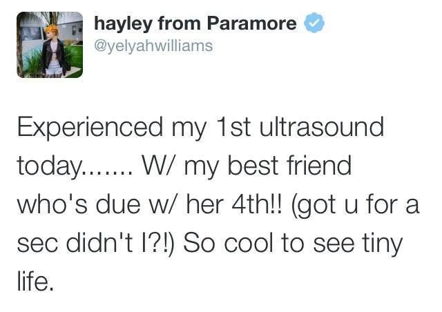 """Hayley comparte un pequeño mensaje vía twitter:  """"El día de hoy experimenté mi primer ultrasonido......... con mi mejor amiga, qué está teniendo su cuarto! (Te atrapé por un segundo, no es así?) Es genial ver a gente diminuta."""""""
