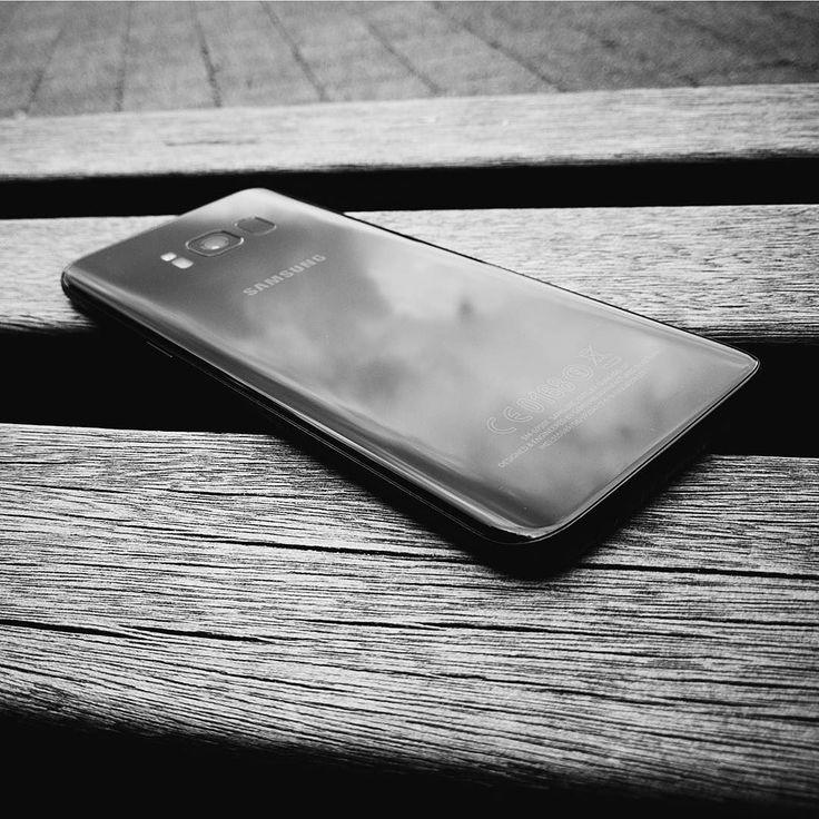 Is de Samsung Galaxy S8 écht de beste Android-smartphone van het moment? Of staren we ons allemaal blind op het schitterende design? @yorickdupon geeft er binnenkort zijn mening over op onze site.    door @yorickdupon. Bewerkt met #VSCO-filter B1  @samsung_be #vscocam #samsung #samsunggalaxys8 #samsunggalaxy #samsungs8 #bw #blackandwhitephotography #blackandwhite #tech #techphotography #smartphonephotography #gadgets #techblogger #geekster #geek #belgianblogger