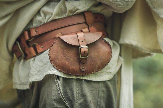 fce076df075cd Bolsa medieval de cuero para colgar del cinturón. Amplia bolsa para larp