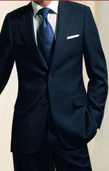 ネイビー系のスーツに合わせるなら白も淡い青も相性◎両家顔合わせのシャツのアイデアを集めました!
