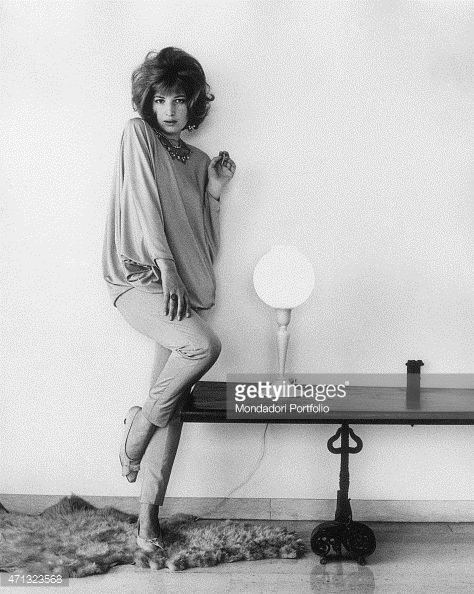 471323568-italian-actress-monica-vitti-posing-at-home-gettyimages.jpg (474×594)