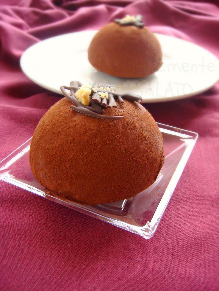 Piattino di plastica sullo sfondo Poloplast         C'è qualcosa di più goloso di un dolce cremoso a base di nocciola e cioccolato? E c'è...