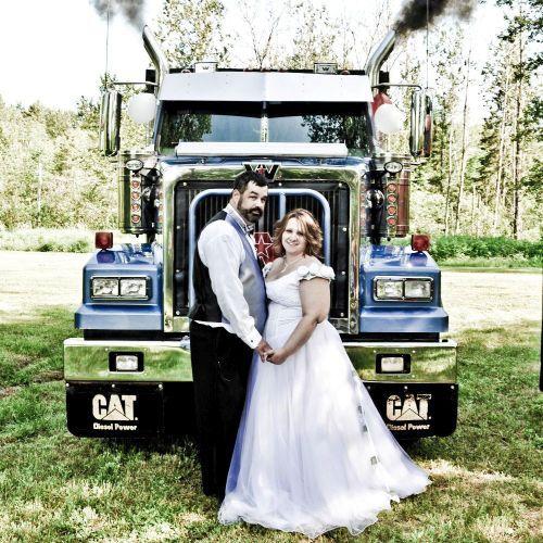 Как гудел Лимассол. Свадьба дальнобойщика на Кипре (видео) http://cyprusbutterfly.com.cy/node/3985  Вчера днем Лимассол наполнил рев моторов и звук автомобильных клаксонов. Мы выскочили из нашего уютного офиса посмотреть, что же происходит. А было все более, чем любопытно. По улице двигался свадебный кортеж. Но это была не простая кипрская свадьба, а свадьба дальнобойщиков. Кортеж полностью состоял из новеньких и нарядных грузовых автомобилей. Все они были украшены лентами. Некоторые…