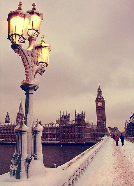 London with the snow... Always beautiful ! :-)