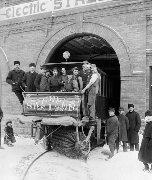 Snow sweeper of the Ottawa Electric Street Railway Co. (item 1)
