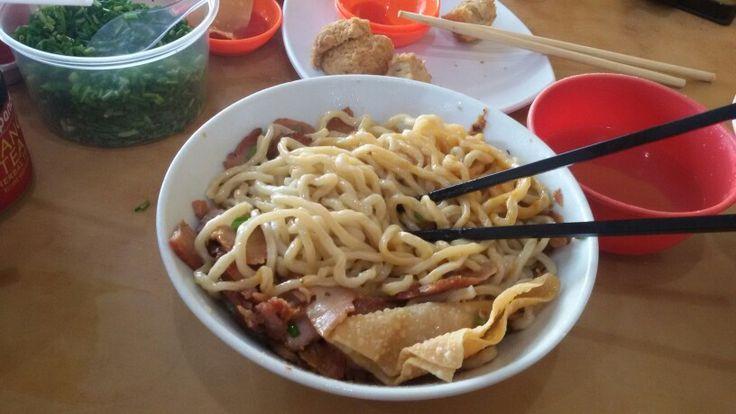 Bakmie Makassar (Makassar Noodles)