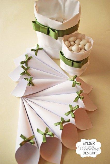 Idea originale per la confettata: coni da riempire con i confetti