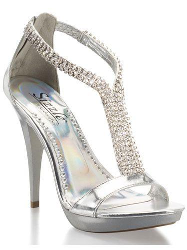 Prefiero que las zapatillas de las gamas de honores sean plata quinceanera dress , shoes for the quinceanera (