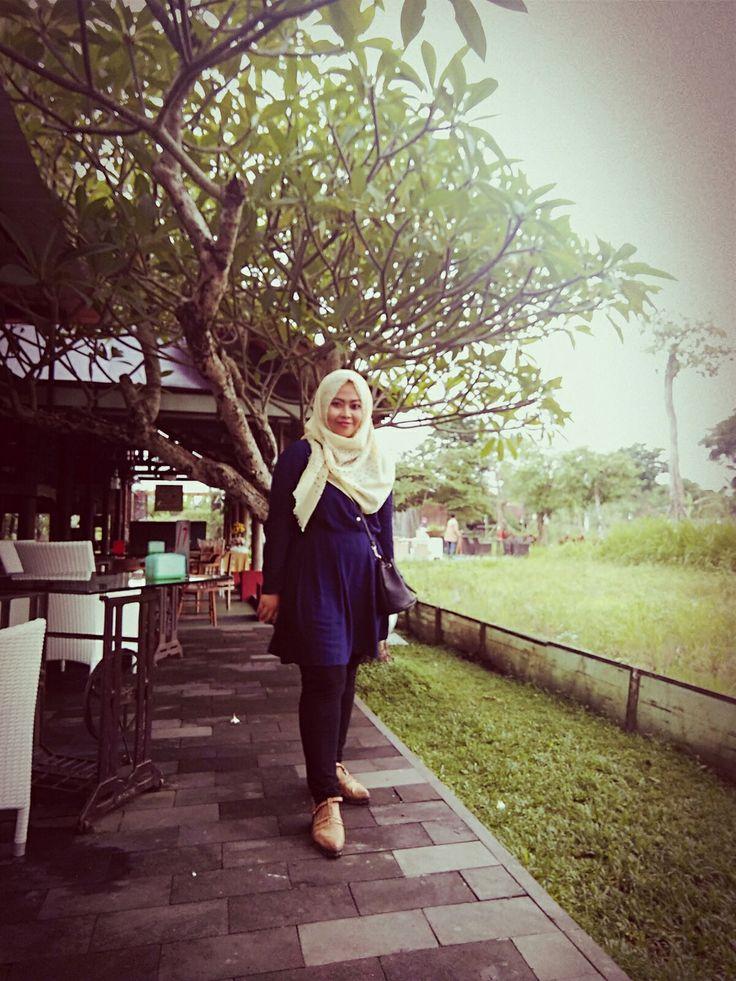 size hijab pose photography OOTD