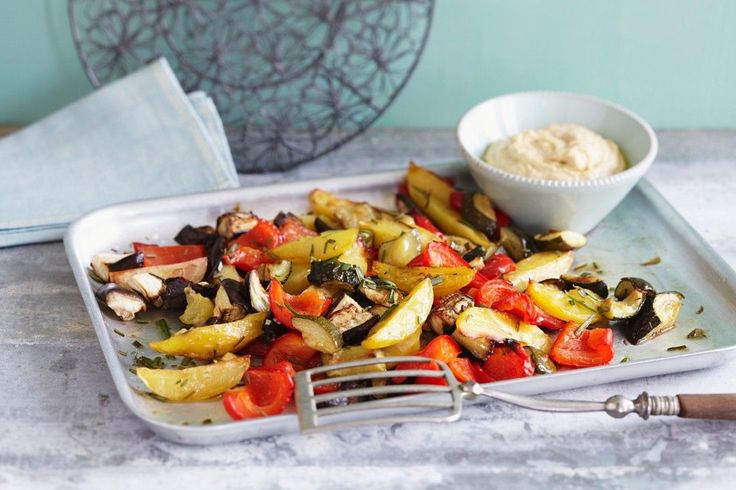 So einfach. So gut! Gebackenes Gemüse und Kichererbsencreme   http://eatsmarter.de/rezepte/gebackenes-gemuese-und-kichererbsencreme