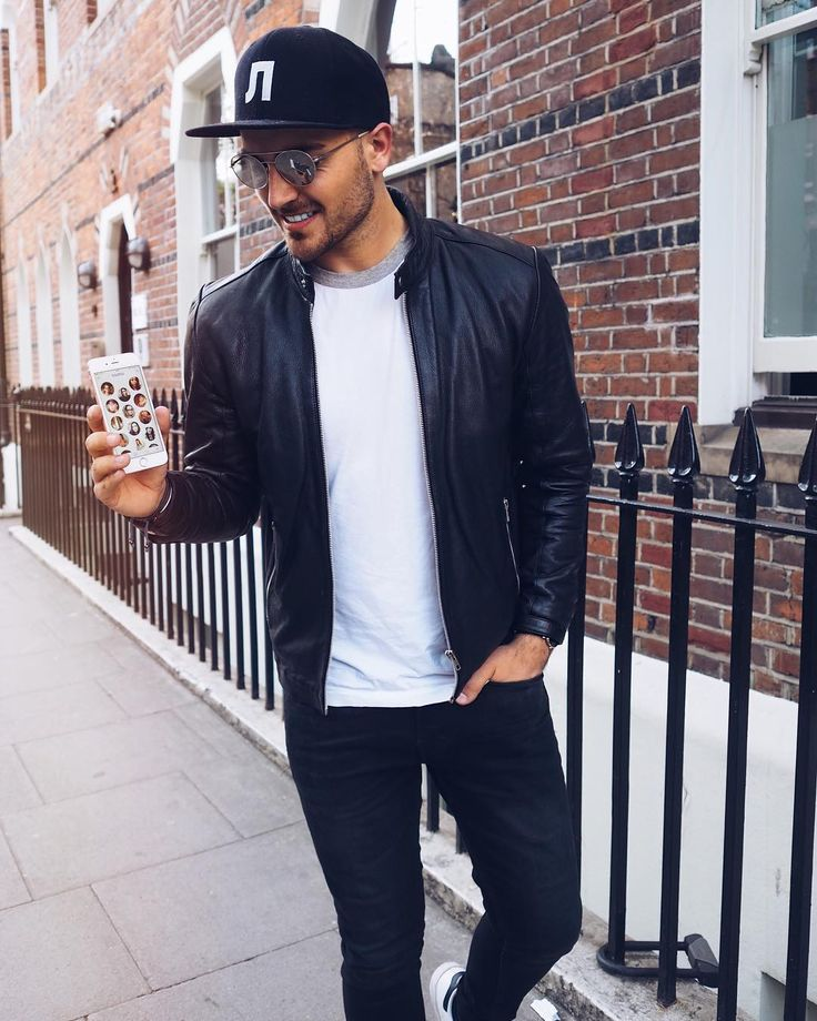 What I prefer when I am traveling is to meet local people in order to get off the beaten track. I went to London recently and I chatted to some local brits on @badoo_fr to ask for some secret places to visit. I'm on my way to one of them. If you want to know where, come on #badoo for a chat with me  #peoplenearby
