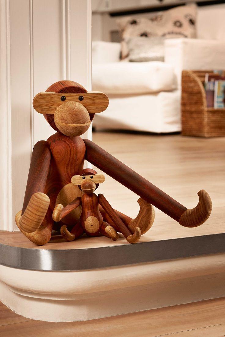 Der aus Teakholz gefertigte Holz-Affe von Kay Bojesen Denmark ist ein absoluter Designklassiker.