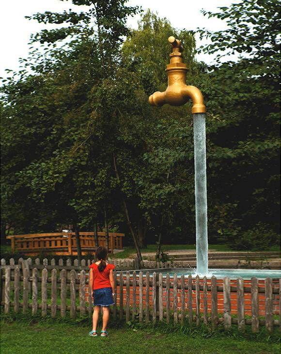 Grifo gigante, Wintertur (Suiza). Este grifo gigante se puede encontrar en Tecno Park y parece tener un perpetuo chorro de agua saliendo de él. La sal de la vida