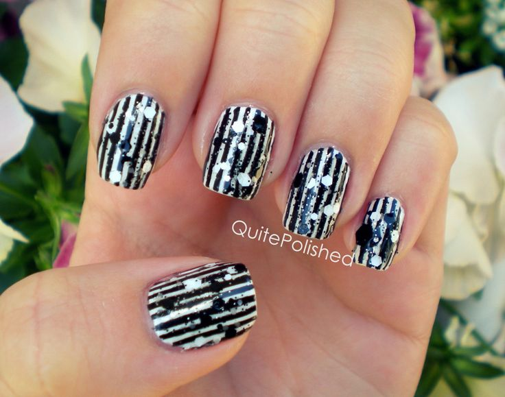 I wish I was this talented!Nails Art, Black And White, Abstract Stripes, Black White, White Nails, Nails Polish, Nails Colours, White Stripes, Pattern Nails