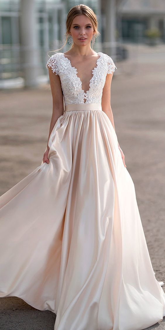 Gorgeous Tulle & Satin Bateau Neckline A-line Wedding Dress With Lace Appliques