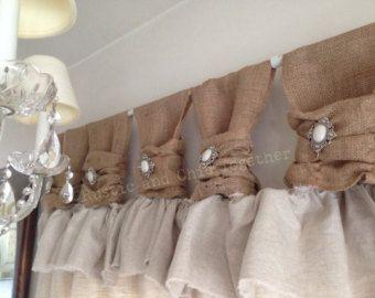 Cortinas de lino de arpillera con acento de joyería