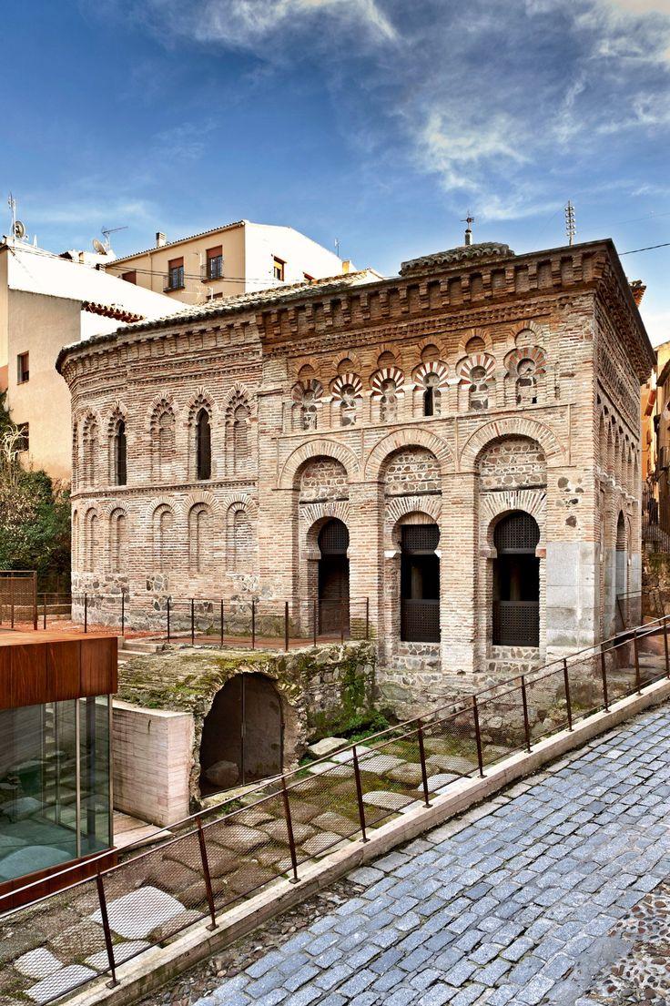 Toledo, la ciudad de las Tres Culturas ·Mezquita del Cristo de la Luz  Esta mezquita es la única que se conserva completa de las diez que hubo en Toledo. Es originaria del año 980.