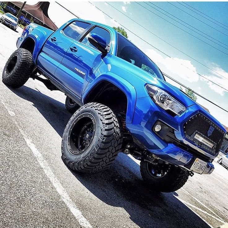 """2,354 Likes, 9 Comments - Everything Toyota's (@everythingtoyotas) on Instagram: """"Owner: @trd_taco16_brad07 '16 Tacoma • 6"""" Rough Country Lift • 18x12 Fuel Hostages • 35"""" Amp MT's •…"""""""