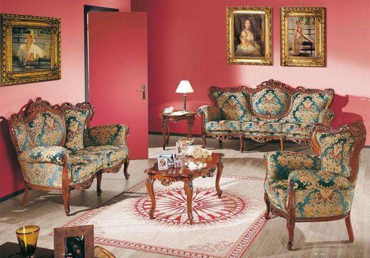 chaise baroque en bois marron tapissée de satin à motifs bleus et beiges