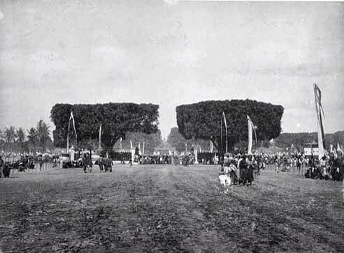 Alun alun in Yogyakarta sultante palace ca 1888. The huge banyan trees still stand until the present day.