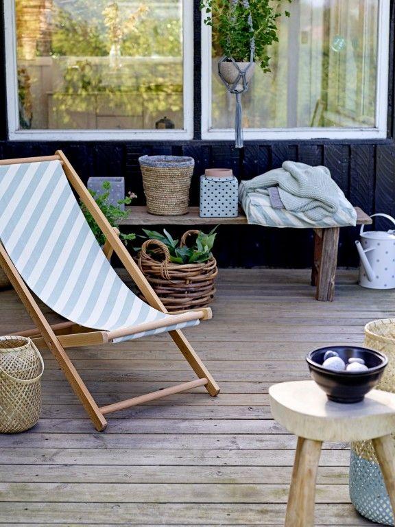 Nieuw bij Flinders: Alle hens aan dek! De Deck #stoel van Bloomingville lijkt precies op de leuke #stoeltjes met verschillende kleuren die je op het strand vaak ziet. Als je in deze stoel gaat zitten verwacht je bijna dat er elk moment een groep surfers of een schip langskomt, ook al zit je misschien zes hoog op een balkon in plaats van op het strand.#design #tuin #balkon #tuinstoelen #wonen