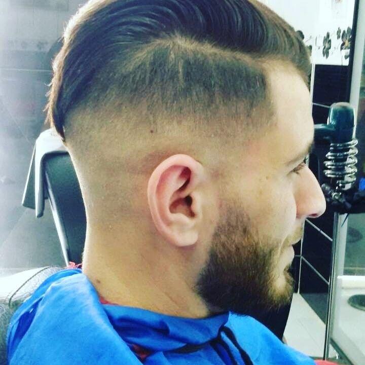 Othmane Coiffeur Oran Homme Votre Salon De Coiffure Est Ouvert De 9h00 Du Matin Jusqu A 22h00 Du Soir Bienvenue Chez Nous Coiffure Barber Barber Shop