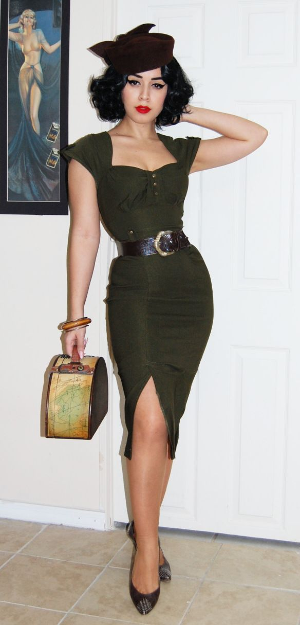 40's style pencil skirt, wiggle dress. Curves