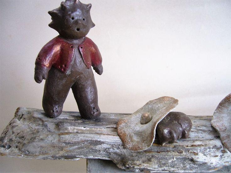 """""""Le chat, tu es où ?"""" Sculpture en terre cuite, lutin, citrouilles, petit chat, grandes fleurs : Sculptures, gravures, statues par toucher-terre"""