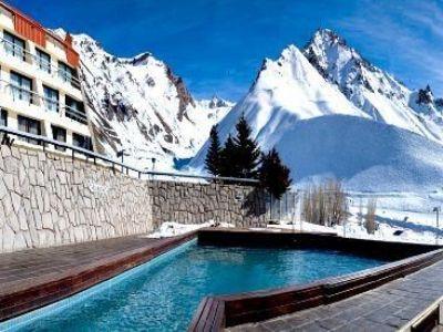 NL. Hotel Piscis: buitenzwembad FR. Hôtel Piscis: piscine extérieure  DE. Hotel Piscis: AuBerschwimmbad EN. Hotel Piscis: Outdoor Swimming Pool