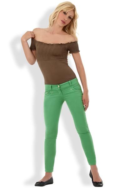 Abbigliamento da Donna  http://www.abbigliamentodadonna.it/pantalone-trendy-alla-caviglia-p-961.html Cod.Art.000969 - Pantalone trendy alla caviglia, modello a vita bassa stretto a sigaretta ideale per una ragazza fashion dinamica e vitale, piena di energia e solarita'.