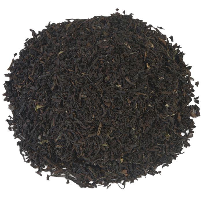 VIJF UUR THEE | De Vijf Uur Thee heeft deze naam niet voor niets gekregen: het is een populaire thee bij een High Tea en combineert lekker met scones of sandwiches. De thee wordt samengesteld uit verschillende Ceylon en Darjeeling-soorten en is middelsterke, aromatisch, bloemig en elegant. |