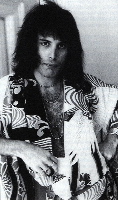 Freddie in Japanese attire.  That mussed hair, those eyes....makes a girl swoon...