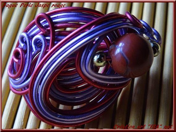 Bague perle ronde semi- précieuse Jaspe rouge fil  mauve et rouge