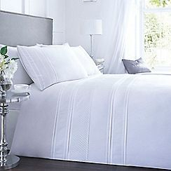 Home Collection - White 'Malone' bedding set