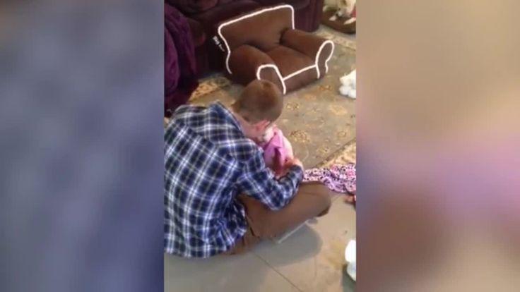 Sevimli bebeğin babasıyla olan muhabbeti