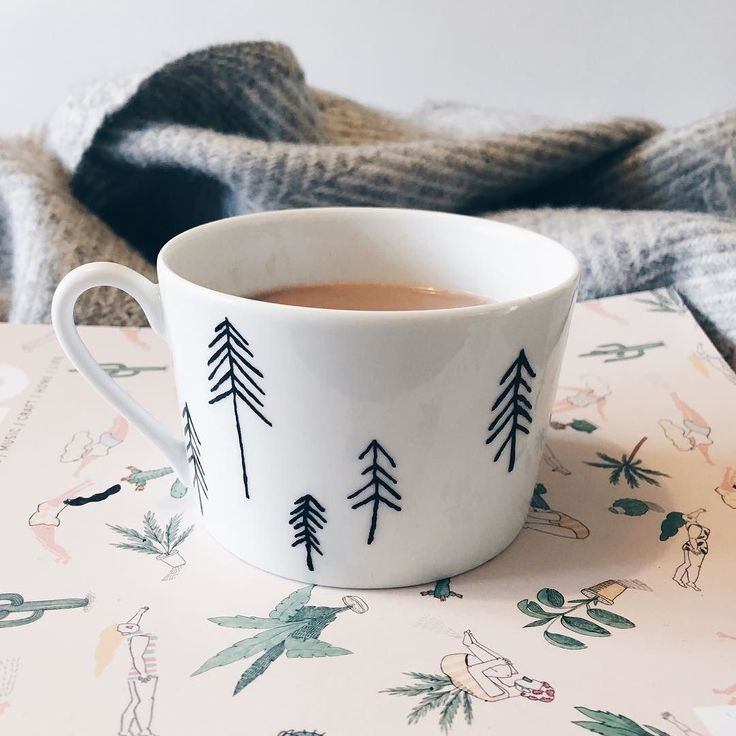 Day 16 of #marchmeetthemaker is time to relax. Relaxing is definitely something I need to do more of but to be honest time for relaxing is scarce these days. When it does happen my favourite is a hot choc (mainlining sugar is how I cope with sleep deprivation ) a blanket and some old inspiring magazines. Some of my favourites are frankie kinfolk and oh comley mag. What are your favourite magazines to read? . . . #timetorelax #mainliningsugar #hotchocolate #magazines