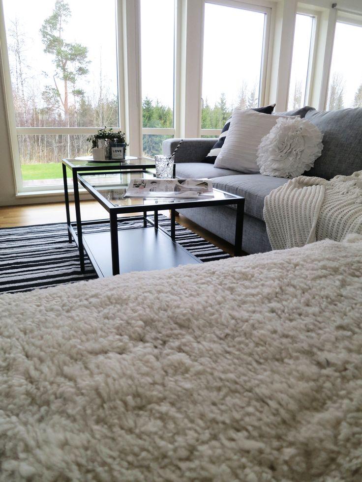 vittsj ikea couch tisch living room. Black Bedroom Furniture Sets. Home Design Ideas