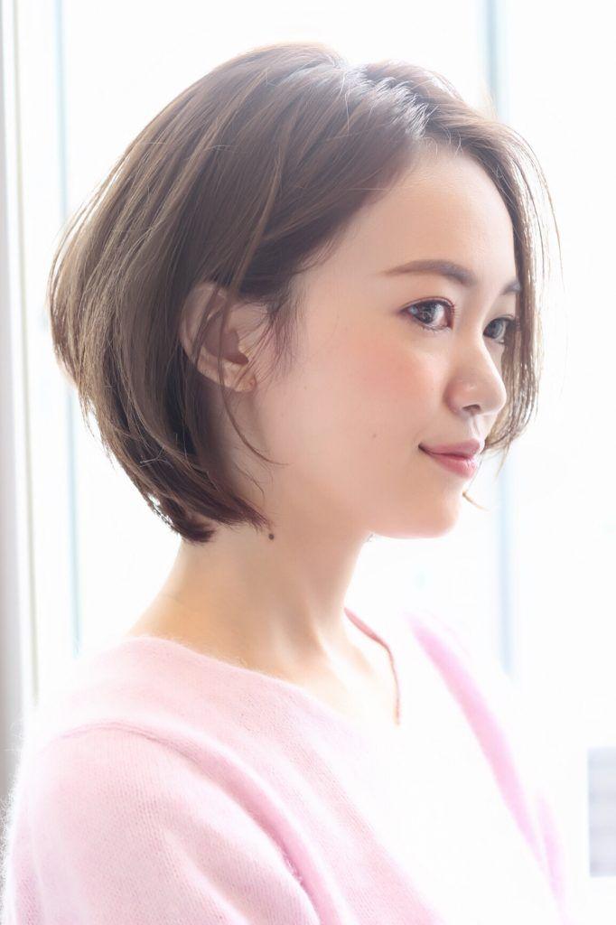 この春、どんなヘアスイルしたらいいかを迷っているLEE世代におすすめしたいのが、「質感」にこだわったショートボブスタイル。 シンプルだけどどこか素敵にみえる秘密は、髪の「質感」。髪を柔らかくみせてくれるカットがキレイな大人の印象を叶えてくれます。女性らしいカジュアルさと、きちんと感。理想的なふたつの二面性をど