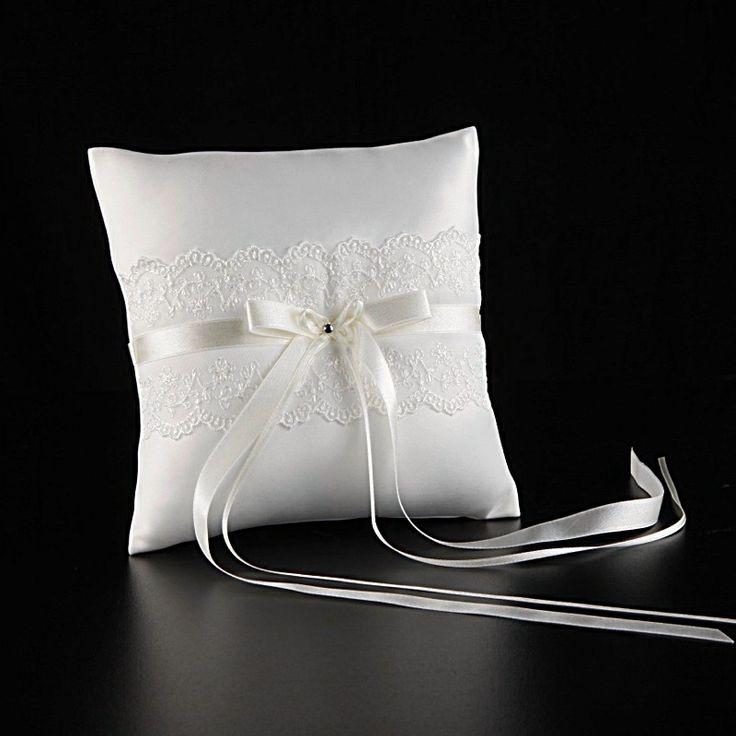 Ringkissen Sophie  Grösse: 19cm x 19cm  Farbe: weiß und creme  Materialzusammensetzung: 100% Polyester