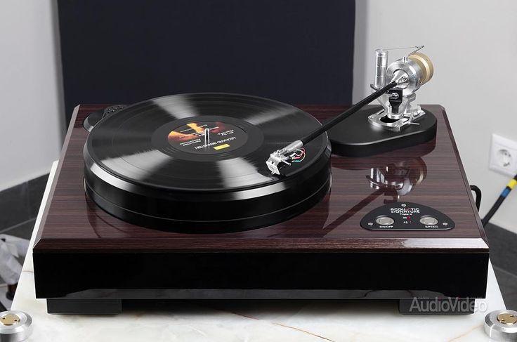 Несмотря на традиционную компоновку, с первого же взгляда на Triple X понимаешь, что это не просто ещё один проигрыватель для винила. + Переходите на наши обзоры по ссылке в шапке профиля. + #SAVtest #обзор #AcousticSignature #TripleX #turntable #EMT #cartridge #audioexpert #SAVonline #hifidelity #highendaudio #audiophile #audio #stereosound #musiclistening #records #vinyl #audioelectronics #instaaudio #instatech #винил #вертушка #аудиосистема #слушаеммузыку…