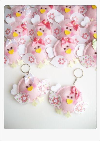 Chaveiro de passarinho em feltro e tecido, acompanha tag personalizada( vide mostruário ) Acompanha embalagem Mede 6,5 x 8,5cm R$ 55,00