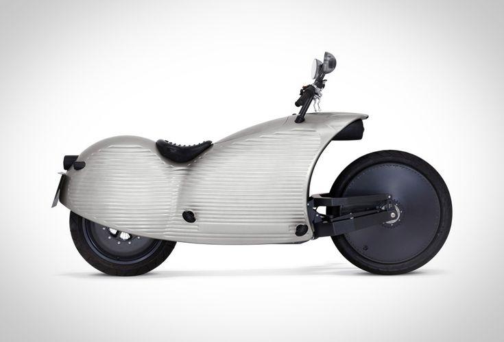 Das Johammer Elektromotorrad J1 ist der moderne Elektro-Cruiser mit innovativer Energietechnologie. Das Zweirad aus Österreich ist das erste Serienmotorrad mit 200 Kilometer Reichweite. Und die ergibt sich nicht von selbst. Alles, was letztlich den Benutzern dient, ist einem konsequent verfolgten Innovationskonzept zu verdanken. Ein Johammer sieht nicht nur anders aus, er ist auch von Grund